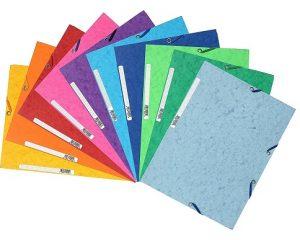 Carpetas de varios colores para mantener orden en el escritorio del alumno